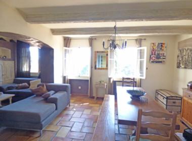 grimaud-appartement-au-coeur-du-village-200318-182027p1100515